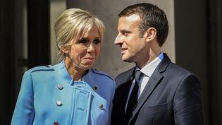 Brigitte et Emmanuel Macron à l'Elysée, à Paris, le 14 mai 2017. (STEPHANE DE SAKUTIN / AFP)
