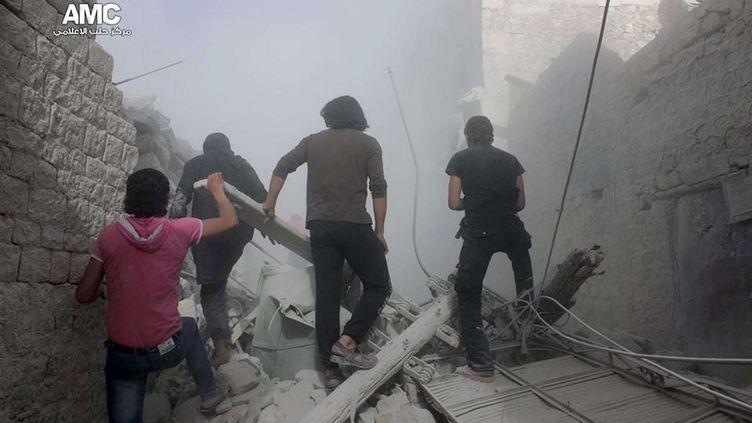 27 AVRIL 2014, image des rebelles de la ville d'Alep (Syrie) qui fuient des bombardements (HOEP / AP / SIPA )