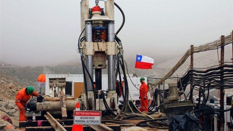 Matériel de secours pour les 33 mineurs chiliens bloqués sous terre dans le désert d'Atacama en 2010. (AFP)