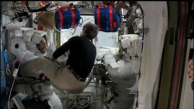 Thomas Pesquet retourne dans l'ISS après sa première sortie dans l'espace