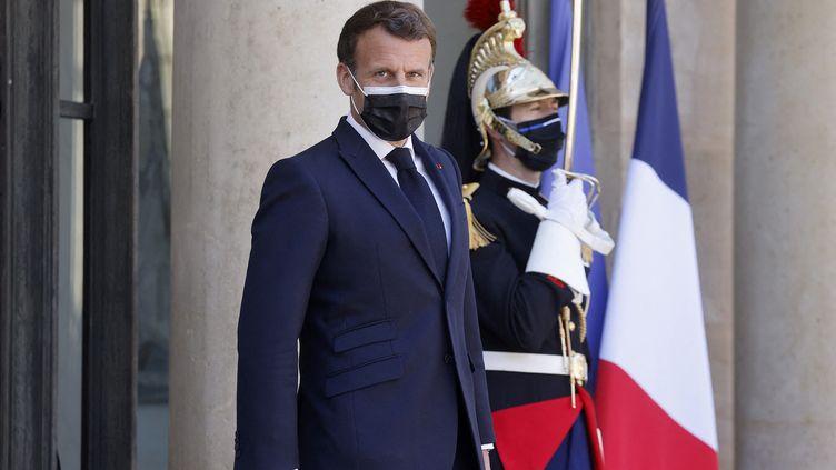 Emmanuel Macron, le 27 avril 2021. (LUDOVIC MARIN / AFP)
