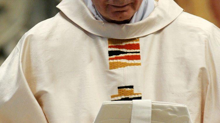 Le cardinal Carlo Maria Martini, à la basilique Saint-Pierre de Rome, le 16 avril 2005. (THOMAS COEX / AFP)