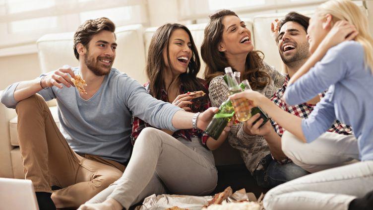 Une étude, publiée le 14 juillet 2014, révèle que vos amis ont des gènes en commun avec vous. (GEBER86 / VETTA / GETTY IMAGES)