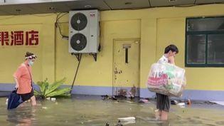 Chine : un puissant typhon touche l'est du pays. (FRANCEINFO)