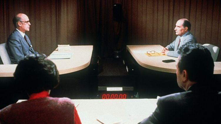 Débat de l'entre-deux-tours entre Valéry Giscard d'Estaing (à g.) et François Mitterrand,le 5 mai 1981. (AFP)