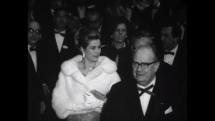 Grâce de Monaco arrive à l'Opéra de Paris pour une soirée de gala avec un récital de La Callas dans les années 1960 (Opéra de Paris)