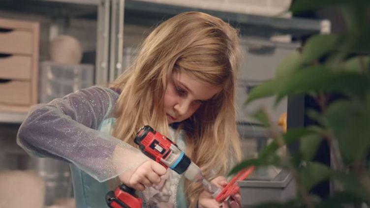Capture d'écran de la publicité pour les jouets unisexes, lancée le 16 décembre 2015 par la chaîne Super U. (LES MAGASINS U / YOUTUBE)
