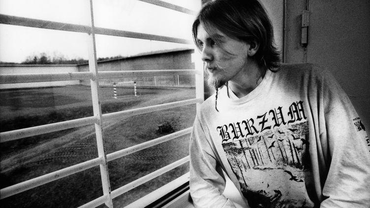 Varg Vikernes, du groupe de black metal norvégien Burzum, dans sa cellule, dans une prison norvégienne, le 1er janiver 1998. (MICK HUTSON / REDFERNS / GETTY)