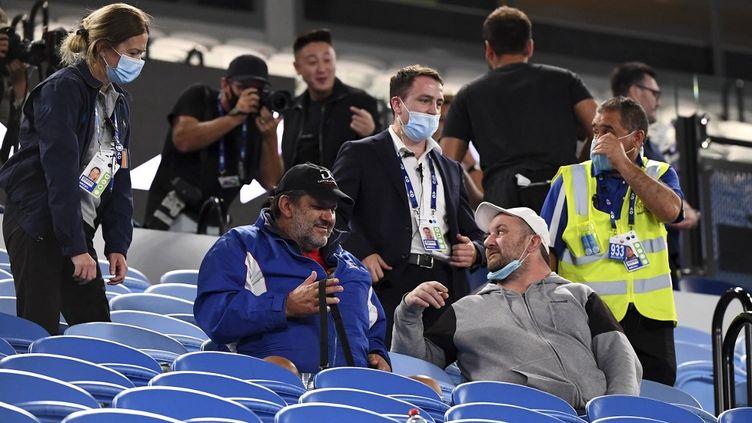 Les spectateurs de la Rod Laver Arena ont exprimé leur mécontentement de devoir quitter les tribunes pour rentrer se confiner  (WILLIAM WEST / AFP)