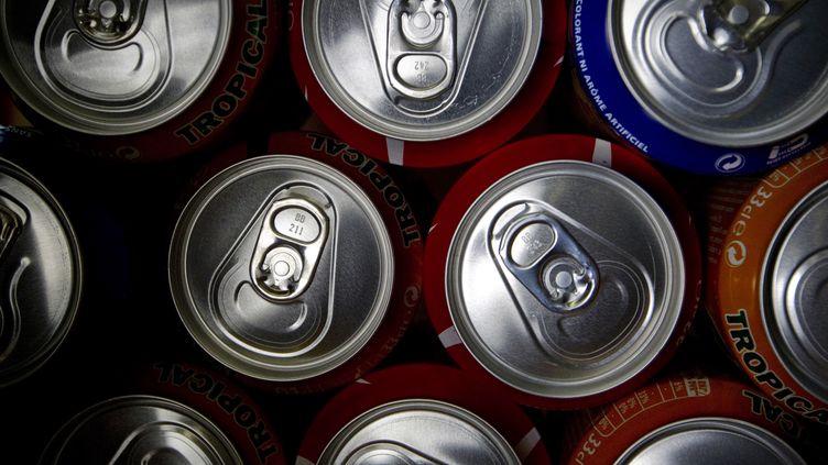 Des cannettes de soda photographiées à Paris le 8 septembre 2011. (JOEL SAGET / AFP)