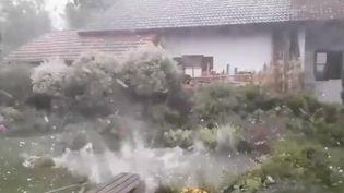 Le sud de l'Allemagne, et la Bavière en particulier, a été touché par des orages violents qui ont engendré grêle et rafales de vent. (FRANCE 2)