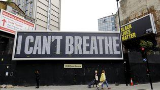 Un panneau d'affichage à Londres le 12 juin 2020. (TOLGA AKMEN / AFP)