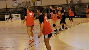 Séance d'entraînement des handballeuses du Jeanne-d'Arc Dijon basket à Dijon en septembre 2020 (Photo d'illustration). (THOMAS NOUGAILLON / FRANCE-BLEU BOURGOGNE)