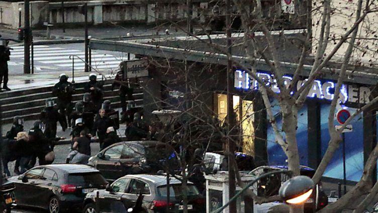 (Amedy Coulibaly, auteur de la prise d'otgaes POrte de vincenne vendredi à Paris (ci-contre), a été tué lors de l'assaut  © Maxppp)