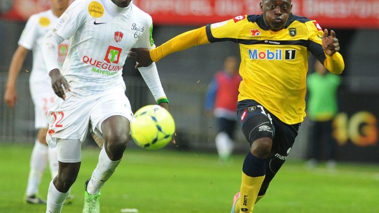 Le Brestois Ousmane Coulibaly face au Sochalien Jérôme Roussillon (FRED TANNEAU / AFP)