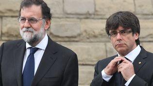 Mariano Rajoy et Carles Puigdemont, le 20 août 2017, à Barcelone. (PASCAL GUYOT / AFP)