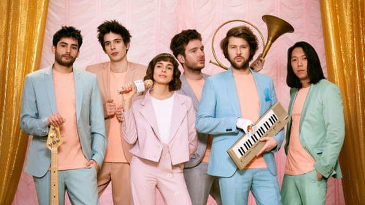 Les six membres de L'Impératrice, prêts pour leur deuxième album. (Gabrielle Riouah / L'Impératrice)