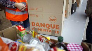 Opération de la banque alimentaire en novembre 2014 à Paris. (ELIOT BLONDET / AFP)