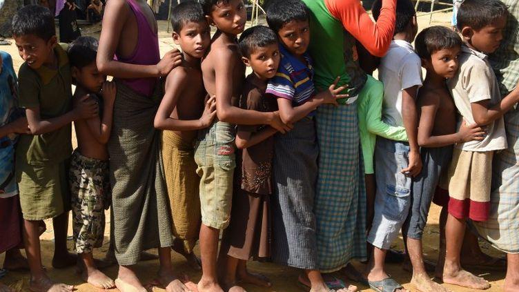 Des enfants dans le camp de réfugiés rohingyas de Kutupalong, au Bangladesh, le 22 septembre 2017. (DOMINIQUE FAGET / AFP)