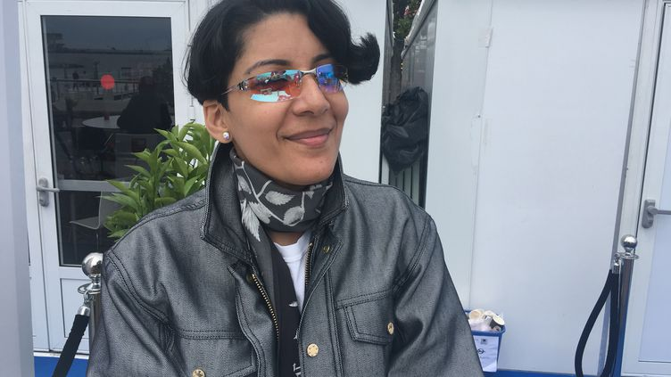 """La plasticienne et compostrice Fatima Al Qadiri, au Festival de Cannes 2019 pour la présentation du film de Mati Diop """"Atlantique"""", dont elle a écrit la musique. (Jacky Bornet / France Info Culture)"""