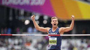 Le Français Kevin Mayer, lors du déclathlon, au championnats du monde d'athlétisme, au stade olympique de Londres, le 11 août 2017. (JULIEN CROSNIER / DPPI MEDIA / AFP)