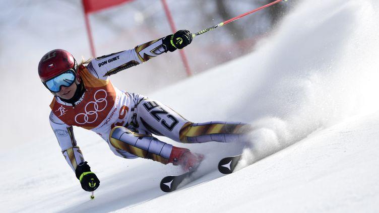 Ester Ledecka surprend tout le monde et prend l'or du super-G. (JAVIER SORIANO / AFP)