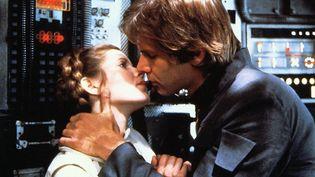 """La princesse Leia et Han Solo, dans """"L'Empire contre-attaque"""" (1980). (LUCASFILM / ARCHIVES DU 7EME ART / AFP)"""