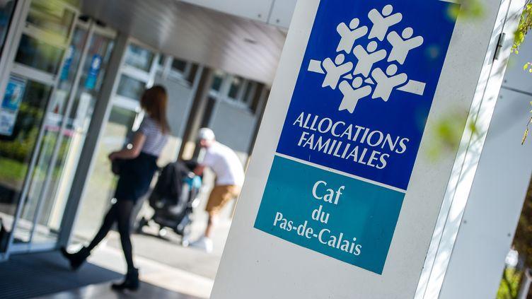 Une antenne de la Caisse d'allocations familiales à Calais (Pas-de-Calais), le 15 avril 2015. (PHILIPPE HUGUEN / AFP)