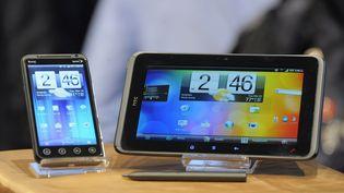 Le téléphone HTC Evo 3D et la tablette HTC Evo View 4G, présentés le 22 mars 2011 à Orlando (Floride). (SCOTT A. MILLER / REUTERS)