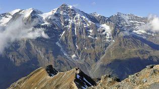 Les ossements d'un skieur décédé il y a plusieurs décennies, selon toute vraisemblance, ont été extraits d'une grotte près de Salzbourg, dans les Alpes autrichiennes, le 11 novembre 2014 (photo d'illustration). (RENE MATTES / HEMIS.FR / AFP)
