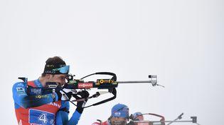 Emilien Jacquelin lors de la Coupe du monde deBiathlon, le 23 janvier 2021, àAntholz-Anterselva, en Italie. (MARCO BERTORELLO / AFP)