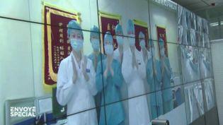 """Images de propagande contre vidéos chocs : """"Envoyé spécial"""" revient sur la guerre médiatique en Chine pendant l'épidémie de coronavirus (ENVOYÉ SPÉCIAL  / FRANCE 2)"""