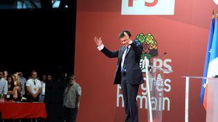 Le Premier ministre, Manuel Valls, à l'issue de son discours au congrès du Parti socialiste, à Poitiers (Vienne), le 6 juin 2015. (JEAN-PIERRE MULLER / AFP)