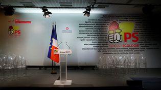 Le pupitre du Parti socialiste avant les voeux de son Premier secrétaire, Jean-Christophe Cambadélis, le 4 janvier 2017, à Paris. (THOMAS SAMSON / AFP)