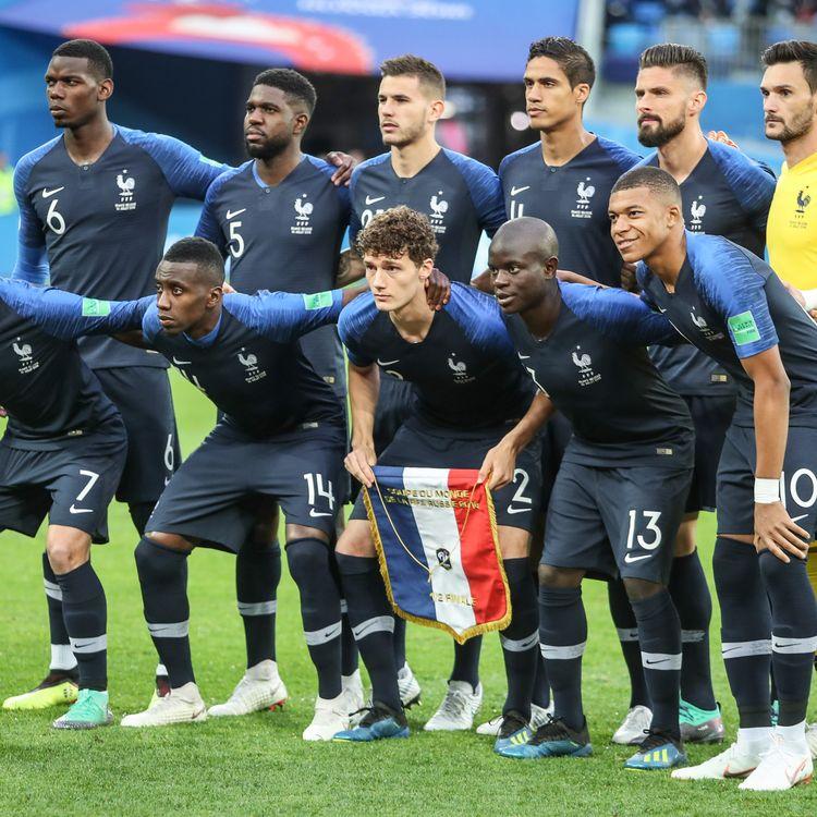 L'équipe de France de football pose avant la demi-finale de la Coupe du monde face à la Belgique, à Saint-Pétersbourg (Russie), le 10 juillet 2018. (THIAGO BERNARDES / FRAMEPHOTO / AFP)