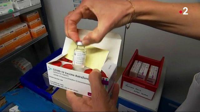 Covid-19 : premières vaccinations de soignants avec le vaccin AstraZeneca