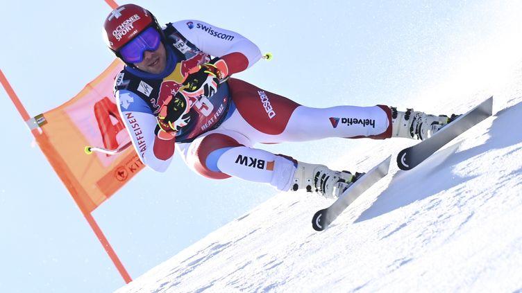 Le Suisse Beat Feuz sur la mythique descente de Kiztbuehel.  (JOE KLAMAR / AFP)