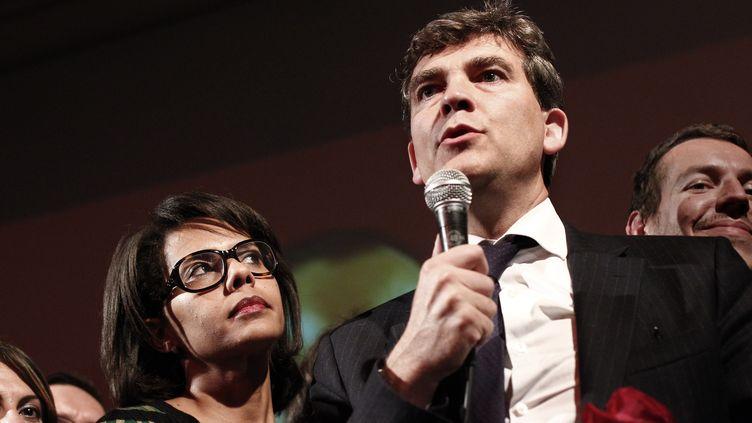 Audrey Pulvar et Arnaud Montebourg, le 9 octobre 2011, au soir du premier tour des primaires socialistes, à Paris. (THOMAS COEX / AFP)