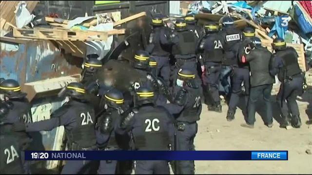 """Migrants à Calais : le démantèlement de la """"jungle"""" tourne à l'affrontement"""