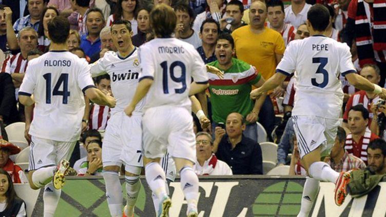 La star madrilène, Cristiano ROnaldo, fêtée par ses coéquipiers Modric, Xabi Alonso et Pepe