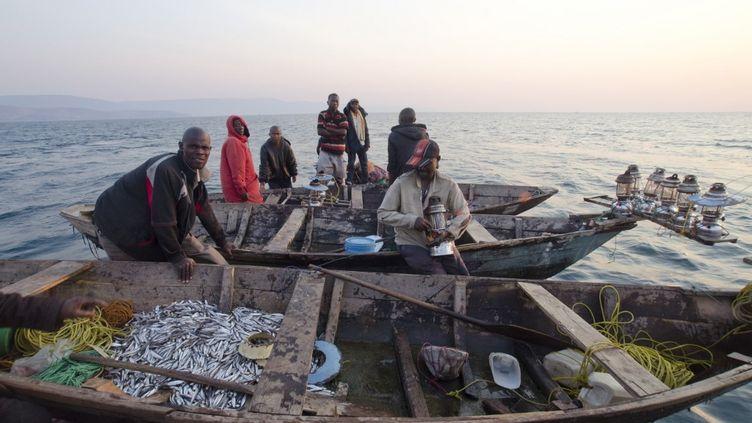 Des pêcheurs zambiens sur le lac Tanganyika partent vendre leur pêche au marché local. (DAN BURTON / ROBERT HARDING HERITAGE)