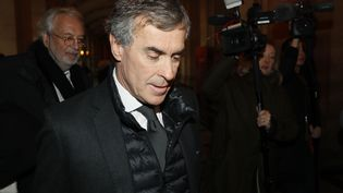 Jérôme Cahuzac arrive au palais de justice de Paris, le 8 décembre 2016. (THOMAS SAMSON / AFP)