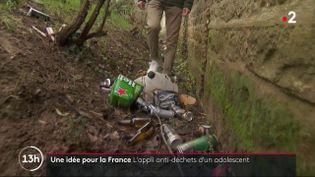 A Lyon (Rhône), un jeune lycéen de 16 ans a mis au point en juillet 2020 une application permettant de géolocaliser les déchets. (FRANCE 2)
