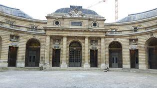 Le bâtiment de la Monnaie de Paris vu depuis la Cour d'honneur. (ANNE CHEPEAU / RADIO FRANCE)