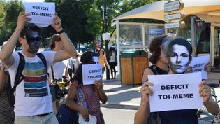 Manifestation d'intermittents masqués à Avignon, le 16 juillet 2014.  (Eric Sicard / Citizenside / AFP)