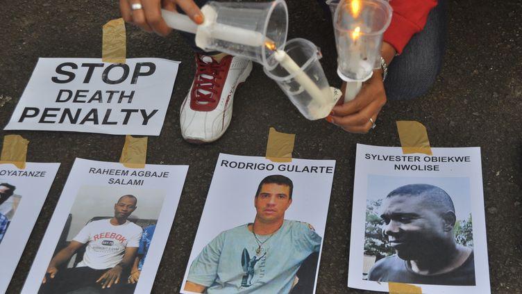 Les photos de condamnés à mort, en Indonésie, le 28 avril 2015. (CITIZENSIDE / DANI DANIAR / AFP)