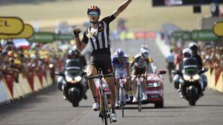 Le Britannique Stephen Cummings remporte la 14e étape du Tour de France, à Mende (Lozère), le 18 juillet 2015. (ERIC FEFERBERG / AFP)