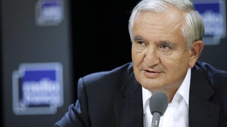 Jean-Pierre Raffarin participe à une émission de Radio France, à Paris, le 4 septembre 2011. (AFP - Thomas Samson)