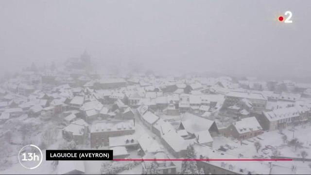 Tempête Bella : le village de Laguiole sous la neige