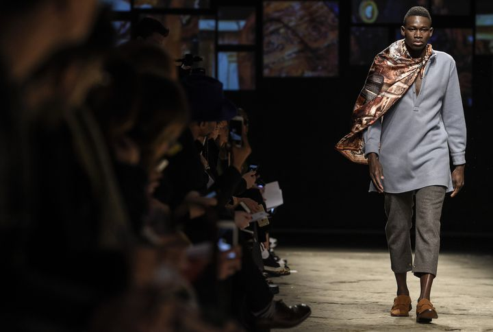 Défilé Ikire Jones, Ethical Fashion Initiative, salon Pitti Uomo, Florence, 2016  (ANDREAS SOLARO / AFP)